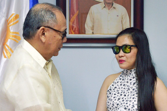 Php100,000 cash assistance given to OFW saved from death row in UAE