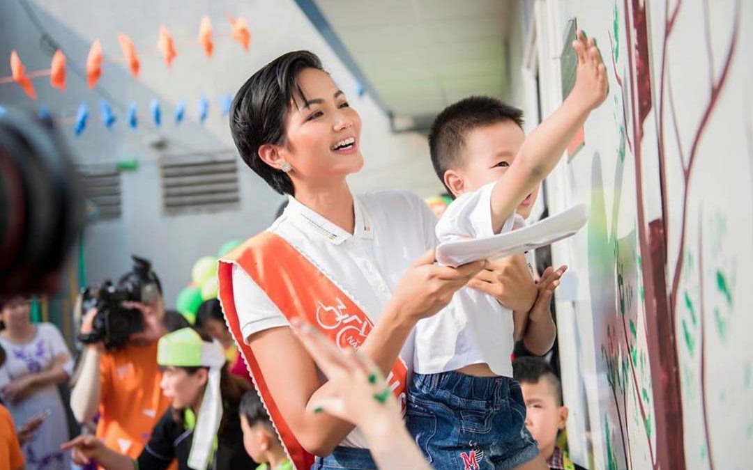 Miss Vietnam donates prizes worth P2.2 million to charity
