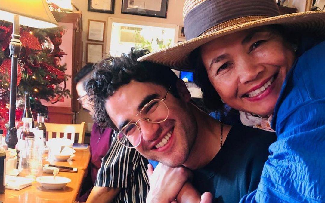 Darren Criss eats 'Filipino treats' with Cebuana mom after Golden Globes win