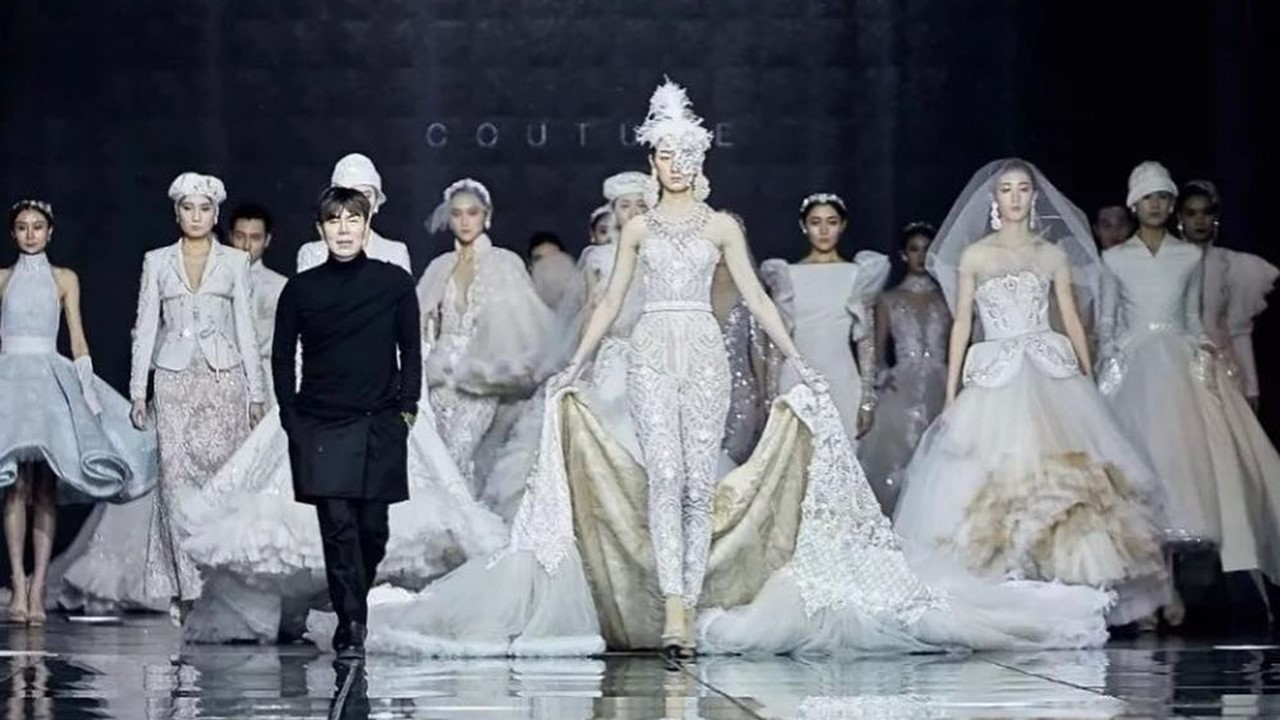 958b06fe1aa Ezra Couture stages jaw-dropping couture collection at 2019 Harbin Fashion  Week - The Filipino Times