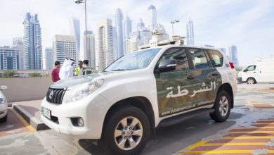 Photo of Dubai Police assists Omani family of 13 after vehicle breakdown