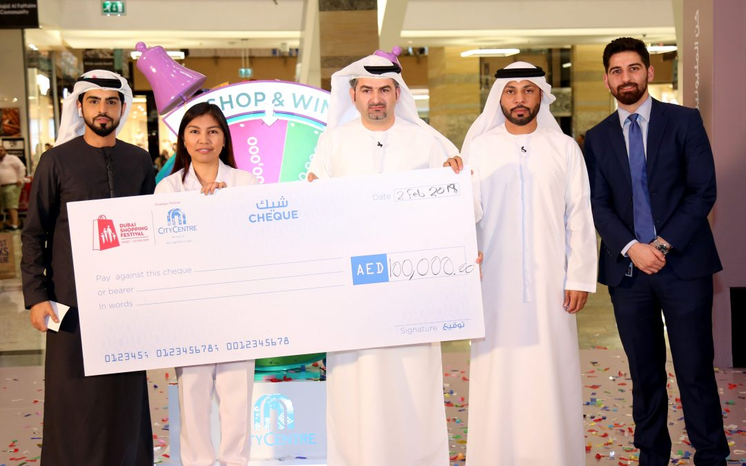 Filipina nurse who won Dh100,000 in DSF eyes to help sweeper