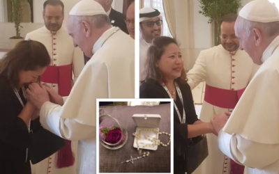 WATCH: Pope Francis comforts weeping OFW in UAE, gives her rosary