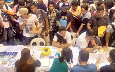 Around 20,000 overseas, local jobs for Filipinos in job fair