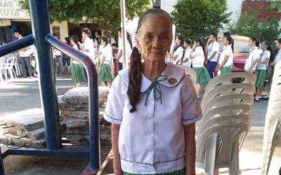 VIRAL: 80-year Lola Sally goes to school