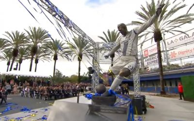Statue in honor of soccer great Beckham unveiled