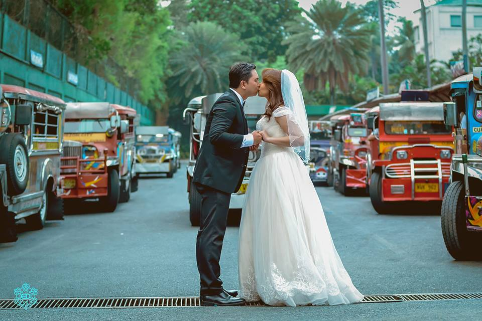 VIRAL: Filipino couple wows netizens with unusual pre-nup photoshoot
