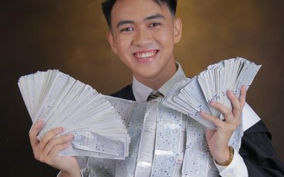 Student who wears 4 years of bus tickets in grad pic gets free trip from bus liner
