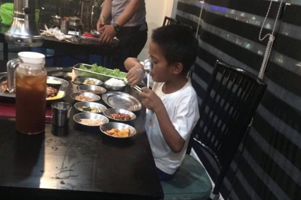 VIRAL: Netizens laud parking boy who saved Php175 to eat at restaurant