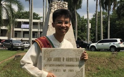 LOOK: Student gets personalized tombstone as graduation gift