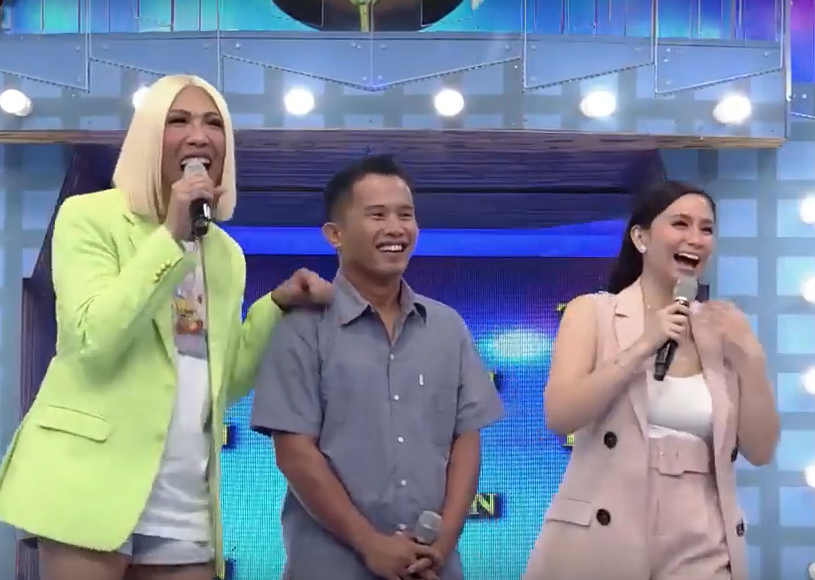 """Willie Revillame fulfills promise of buying drone for """"It's Showtime"""" contestant"""