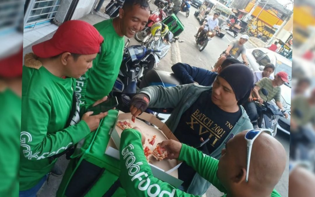 VIRAL: Grab Food drivers share money to pay for pizza by a 'no show' customer