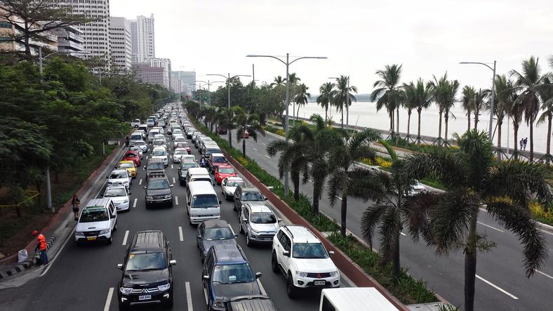 14-wheeler truck falls into a sinkhole in Manila