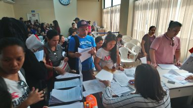 Photo of OFWs cram POLO for contract check to obtain OEC