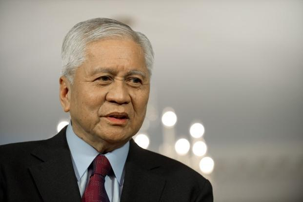 Former DFA secretary Del Rosario held at HK airport for 6 hours