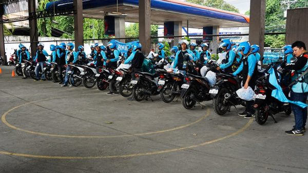 angkas free frontliners, <b> Angkas to offer free rides for frontliners; donates 1,000 motorcycle barriers</b>
