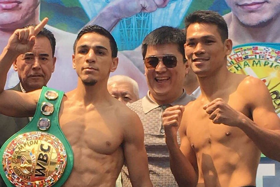 Filipino boxer Arthur Villanueva fails to win world title