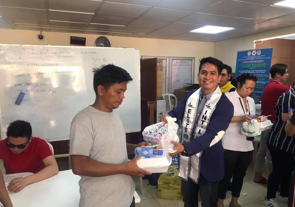 International male pageant winner holds outreach program for distressed OFWs in Saudi