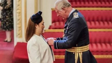 Photo of Prince Charles confers award to Pinay nurse