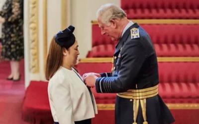 Prince Charles confers award to Pinay nurse