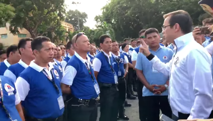 Manila mayor threatens to fire traffic aides over viral video of extortion
