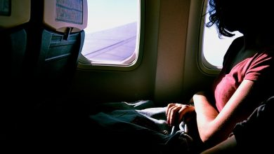 Photo of Irate netizen posts photo of woman with hair draped over the back of the plane seat