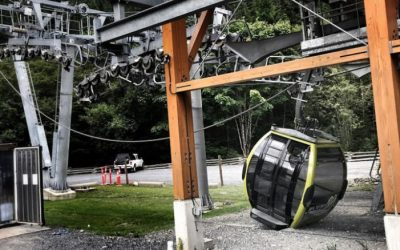 30 cable cars in Canada plummet to the ground