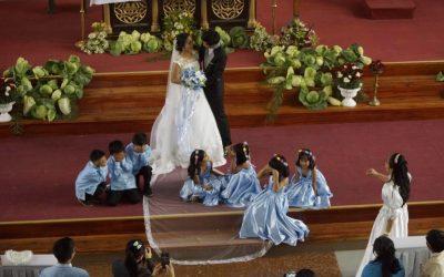 Farmer couple uses cabbage as wedding decor