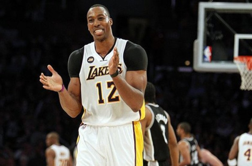 Howard reunites with LA Lakers