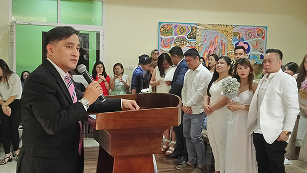 Of lovebirds and LDRs: 20 OFW couples tie the knot