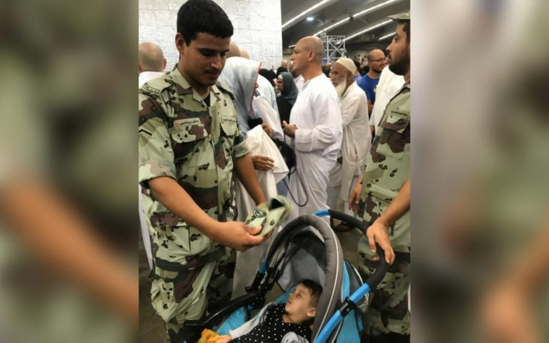 WATCH: Saudi Cop tries to regulate temperatures for baby at Hajj