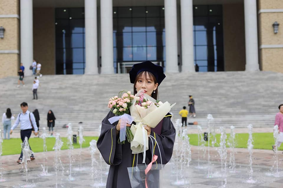 Korean national wows netizens after earning college degree major in Filipino