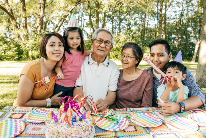 How come Filipinos live with extended families?