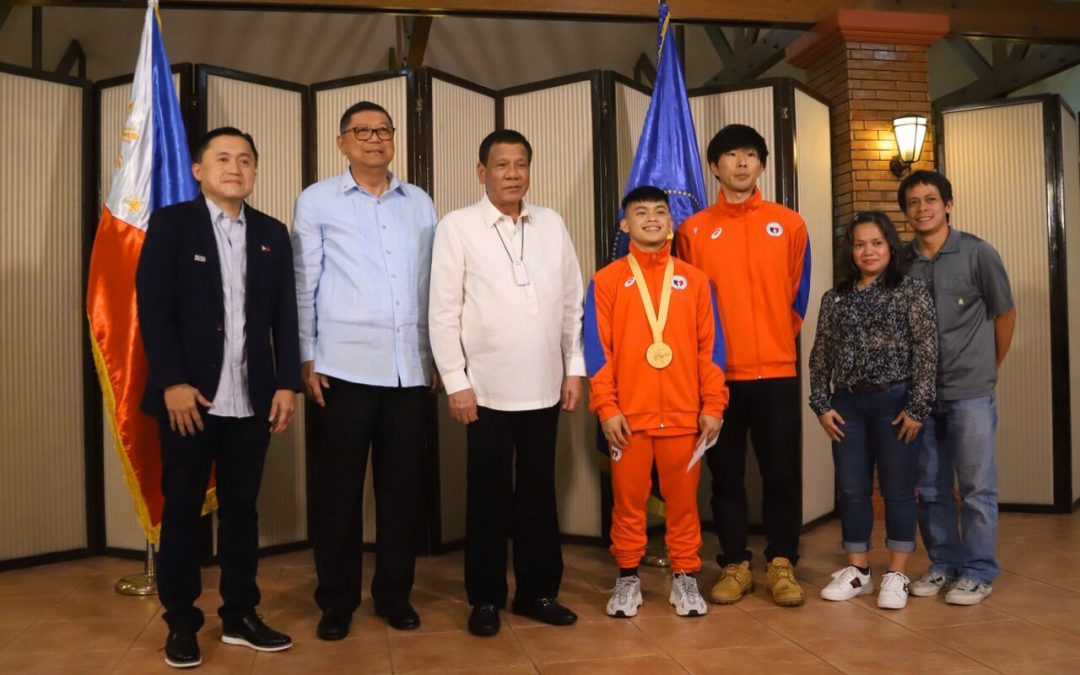 Gold medalists Carlos Yulo, Nesthy Petecio get Php1 million each from Duterte