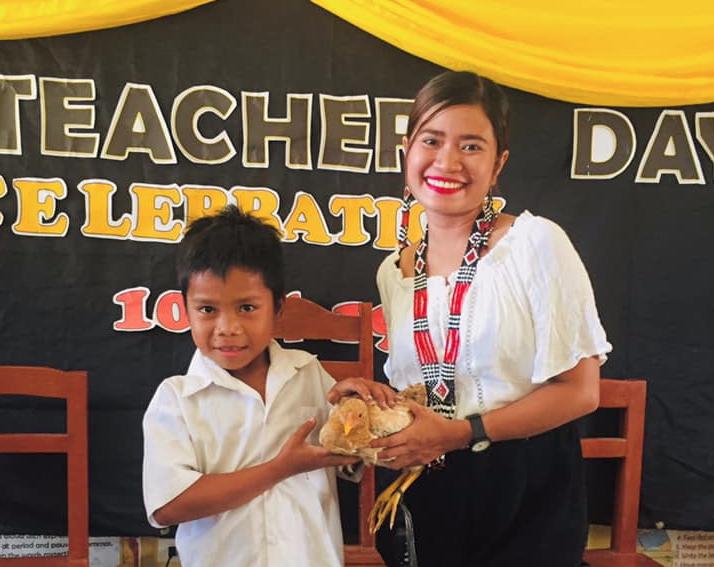 LOOK: Grade 3 student gives teacher, chicken for Teacher's Day