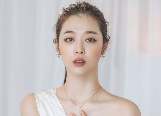 Officials confirm Korean pop star Sulli committed suicide due to severe depression