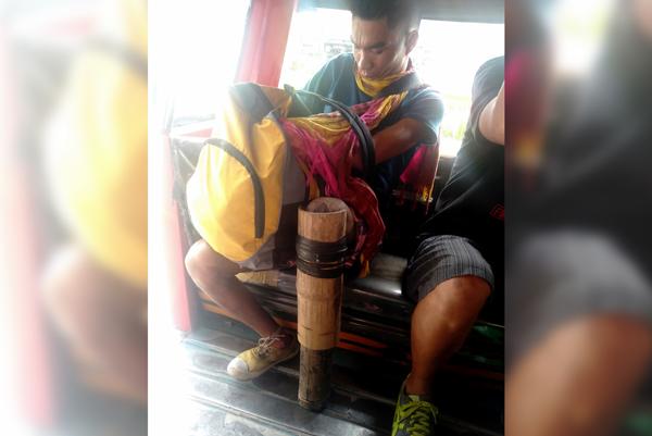 Photos of man using bamboo tubes as artifical leg goes viral