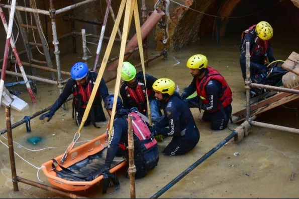 Six workers buried alive in flooded tunnel in Oman