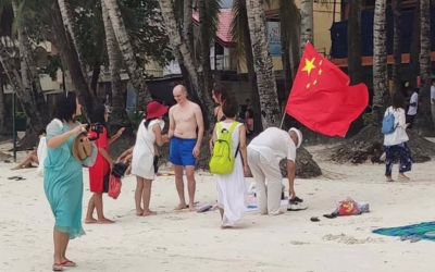 Netizens slam photo showing Chinese flag planted on Boracay Island
