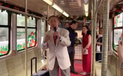 LOOK: Jose Mari Chan serenades LRT commuters with 'Christmas in Our Hearts'