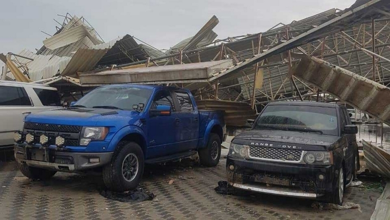 Strong winds damage roof, cars in Ajman