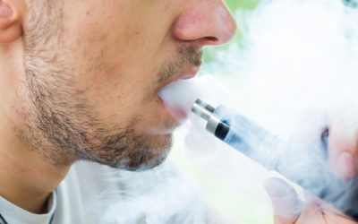 Health chief supports vaping ban