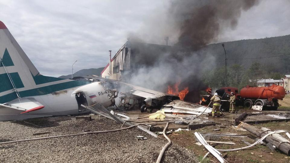 7 dead as small plane crashes