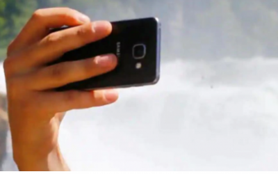 Tourist takes selfie by a waterfall, plunges to death