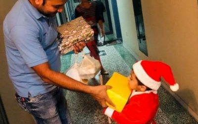Four-year-old 'Santa' distributes gifts Dubai workers