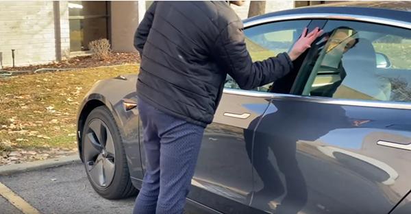 LOOK: Man unlock Tesla car and doors with chips inside his hands