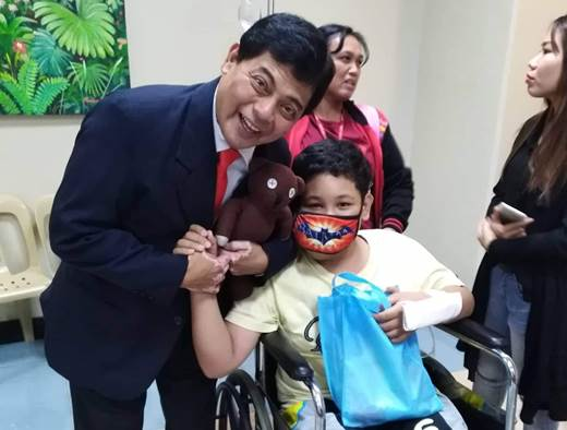 Pinoy Mr. Bean spreads fun to youngsters this holiday season