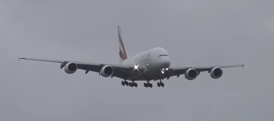Emirates does a dramatic touchdown amid strong crosswinds