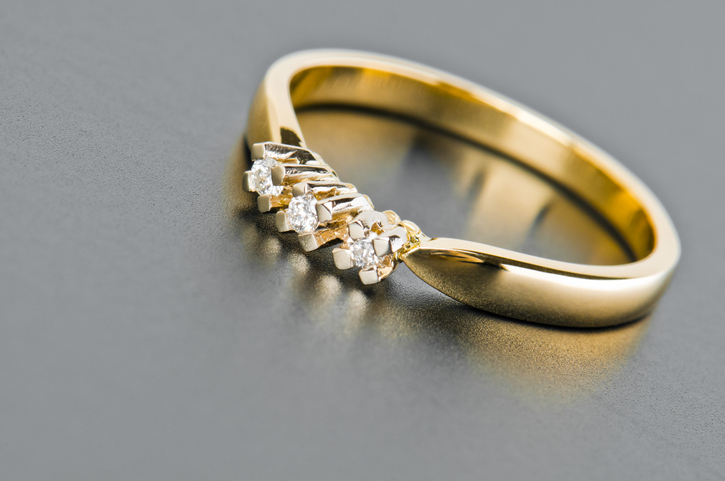 Maid Steals Gold Rings To Help Man In Need The Filipino Times