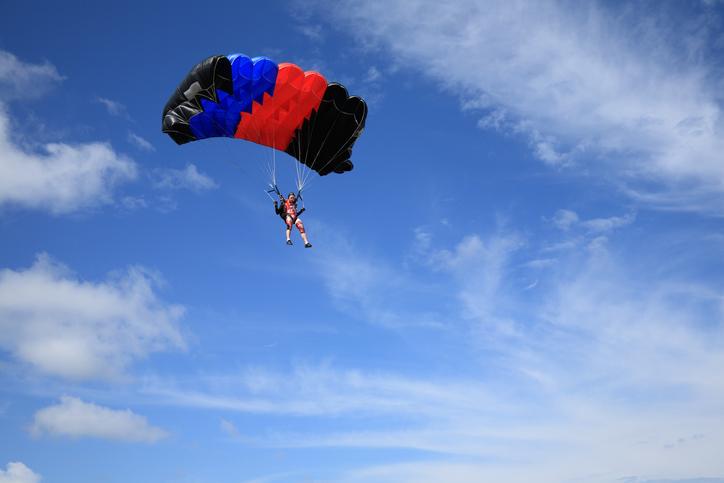 Parachute trainee falls to death